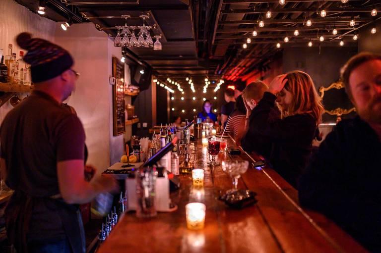 O speakeasy The Mirror, em Washington; um século após a Lei Seca nos EUA, bares escondidos típicos daquela época voltam a surgir na capital americana