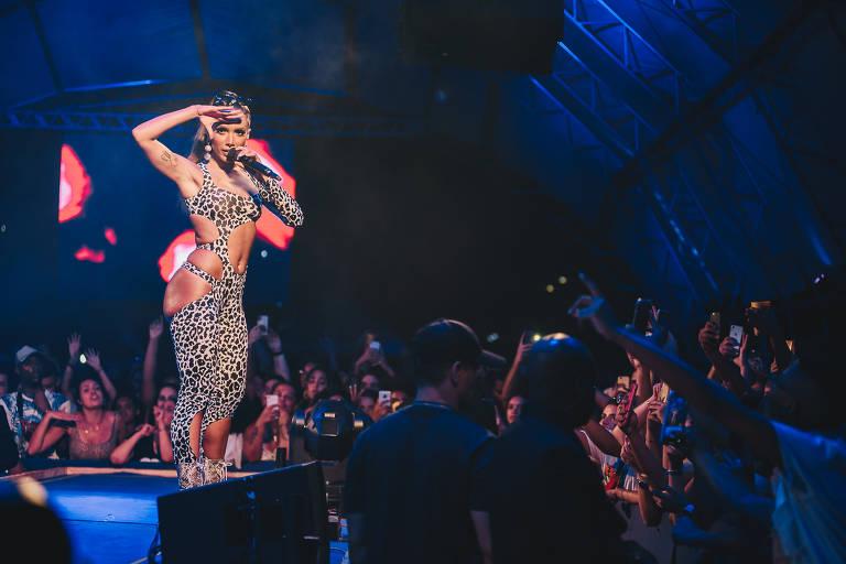Ensaios da Anitta, em pré-Carnaval