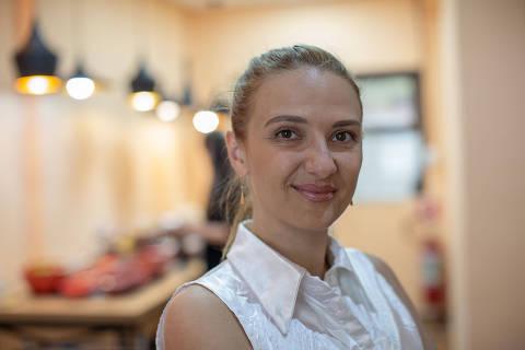 SÃO PAULO, SP, BRASIL, 04-12-2019: Retrato de Snizhana Maznova, ucraniana, no restaurante que ela tem no bairro Vila Mariana.(Foto: Bruno Santos/ Folhapress) *** FSP-MUNDO *** EXCLUSIVO FOLHA***