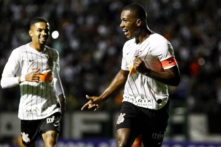 Xavier (à dir), volante do Corinthians sub-20, durante a Copa São Paulo deste ano