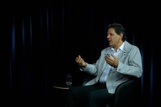 Fernando Haddad durante entrevista à Folha e ao UOL