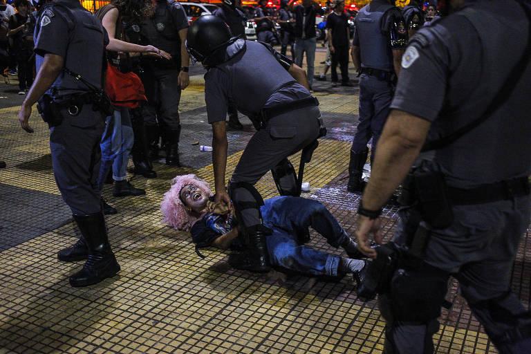 Movimento Passe Livre realiza ato na tarde desta quinta feira, 16. A concentração foi em frente ao Teatro Municipal no centro de São Paulo