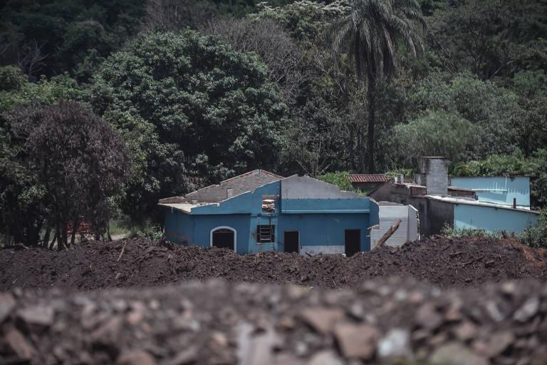 Um ano depois, ainda está soterrada a casa localizada na região atingida pelo rompimento da barragem da Vale que estourou e invadiu de Brumadinho em 25 de janeiro de 2019