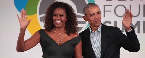 CHICAGO, ILLINOIS - OCTOBER 29: Former U.S. President Barack Obama and his wife Michelle close the Obama Foundation Summit together on the campus of the Illinois Institute of Technology on October 29, 2019 in Chicago, Illinois. The Summit is an annual event hosted by the Obama Foundation.   Scott Olson/Getty Images/AFP == FOR NEWSPAPERS, INTERNET, TELCOS & TELEVISION USE ONLY ==