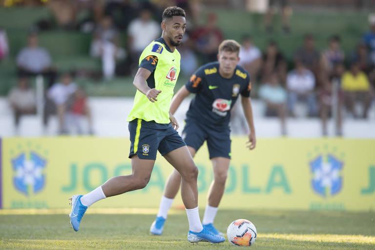Matheus Cunha, atacante do RB Leipzig (ALE), é um dos atletas brasileiros que atua na Europa