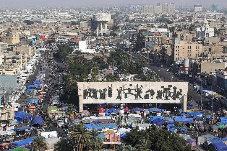 O local no centro de Bagdá onde ocorreram os protestos desta sexta-feira (17)