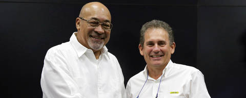 Suriname's President Desi Bouterse and Rudolf Elias, director of Suriname's state-owned oil company Staatsolie, shake hands after a news conference announcing that Apache Corporation and Total made a major oil discovery offshore Suriname with the closely watched Maka-Central 1 well, in Paramaribo, Suriname January 7, 2020. REUTERS/Ranu Abhelakh ORG XMIT: GGGCDG01