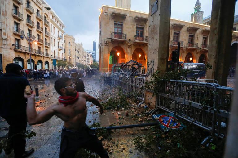 Passa de 300 o número de feridos durante protesto em Beirute