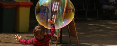 Crianças e jovens se divertem nas atividades de férias do Museu da Energia, em São Paulo. (Foto: Divulgacao)