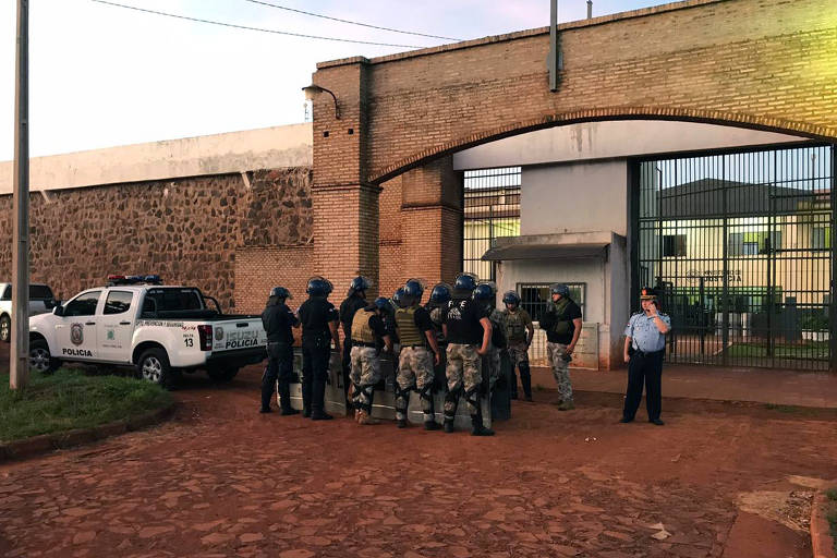 Fuga em massa no Paraguai