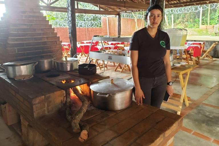 Ana Paula dos Santos Assis, 33, que perdeu o marido no rompimento da barragem da Vale, em Brumadinho (MG). Ela abriu um restaurante em Córrego do Feijão