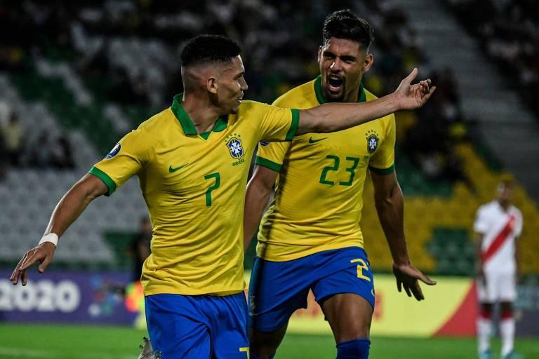 Paaulinho comemora o gol marcado contra o Peru no Pré-Olímpico de futebol masculino