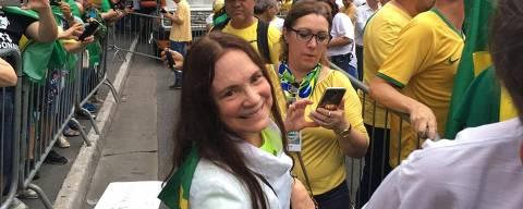 Regina Duarte durante ato na avenida Paulista que pede prisão após condenação em segunda instância