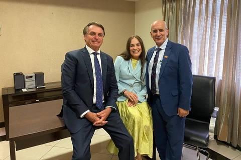 Sem ser ministra, Regina Duarte deve se subordinar diretamente a Bolsonaro