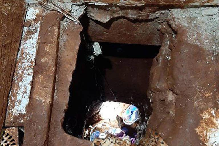 Túnel usado para fuga por presos em Pedro Juan Cabellero, na fronteira com Ponta Porã (MS)