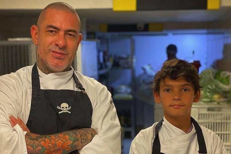 Henrique Fogaça com seu filho João, no restaurante Sal