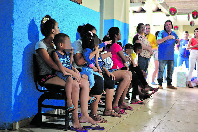 Mães venezuelanas com filhos na Casa do Migrante, em Cuiabá