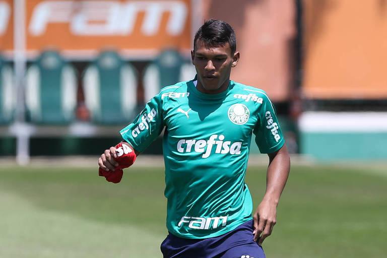 O garoto Gabriel Veron inicia sua trajetória entre os profissionais do Palmeiras