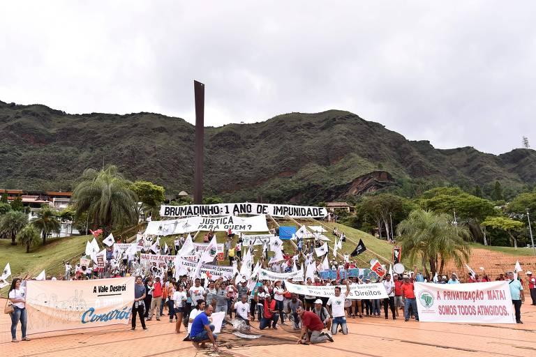 Manifestantes fazem caminhada de Belo Horizonte até Brumadinho cobrando punição aos responsáveis pelo desastre na barragem da Vale