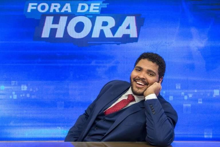 Paulo Vieira na bancada do 'Fora de Hora'