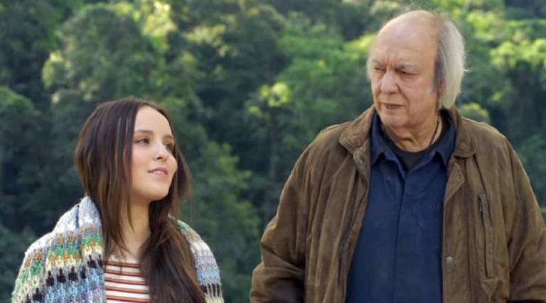 Modo Avião é um filme de César Rodrigues com Larissa Manoela, Erasmo Carlos, Danielle Ornelas, André Frambach e Katiuscia Canoro