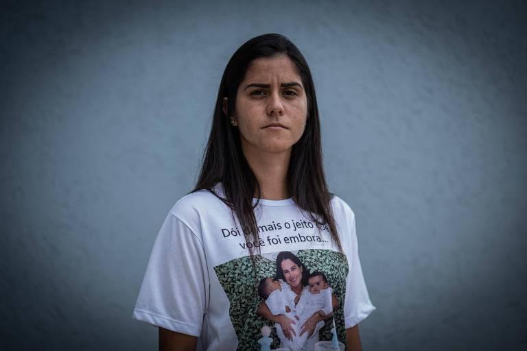 Josiana Resende, 31, ainda espera que os bombeiros consigam encontrar o corpo de sua irmã, Juliana
