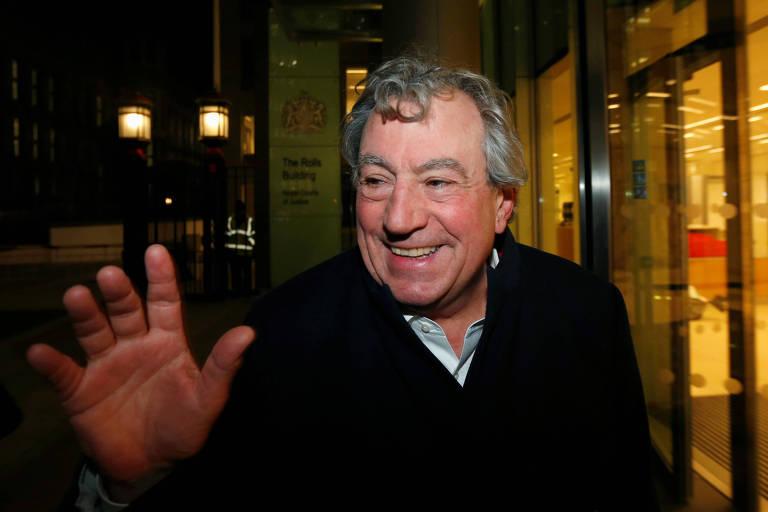 O comediante britânico Terry Jones sorri no Rolls Building, em Londres, em 2012.