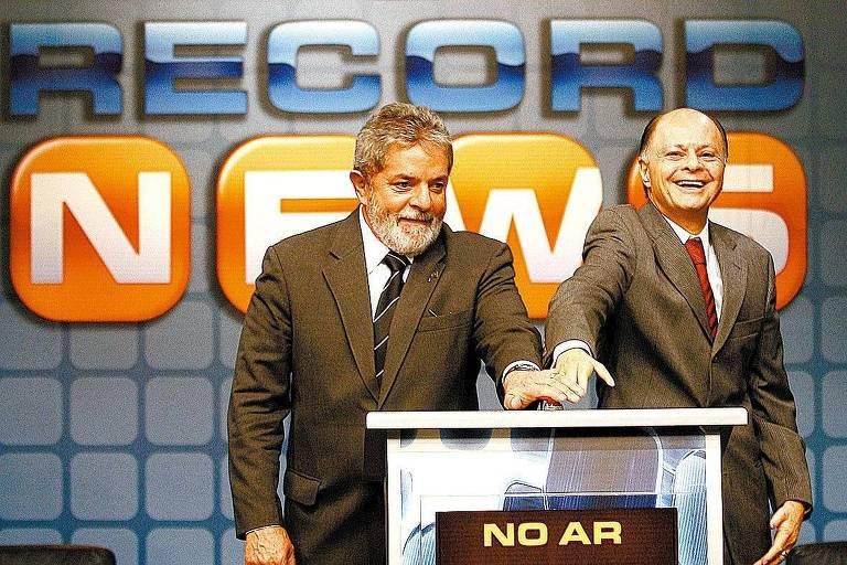 Em 2007, o então presidente Lula e o bispo Edir Macedo, fundador da Universal e dono da TV Record, inauguram o canal de notícias Record News em São Paulo