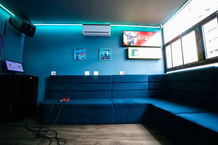 Veja karaoke paulistano com vista para o centro da cidade