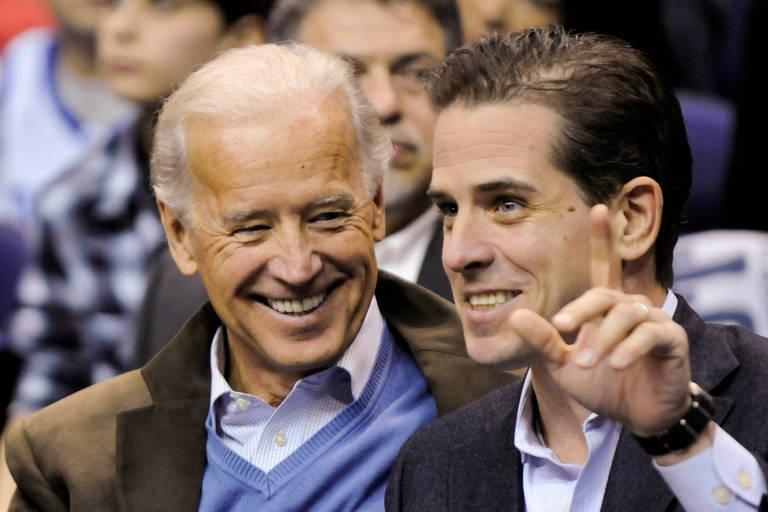 Joe Biden e seu filho Hunter assistem a jogo de basquete na capital Washington, em 2010