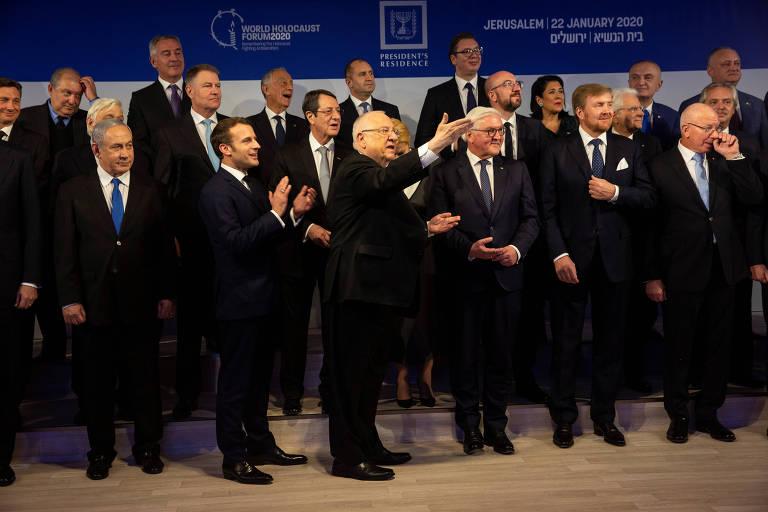 Líderes posam após jantar oferecido pelo presidente de Israel, Reuven Rivlin, em Jerusalém; à frente, Binyamin Netanyahu (premiê israelense), Emmanuel Macron (presidente da França), Rivlin, Frank-Walter Steinmeier (presidente da Alemanha) e o rei Willem-Alexander (Holanda)