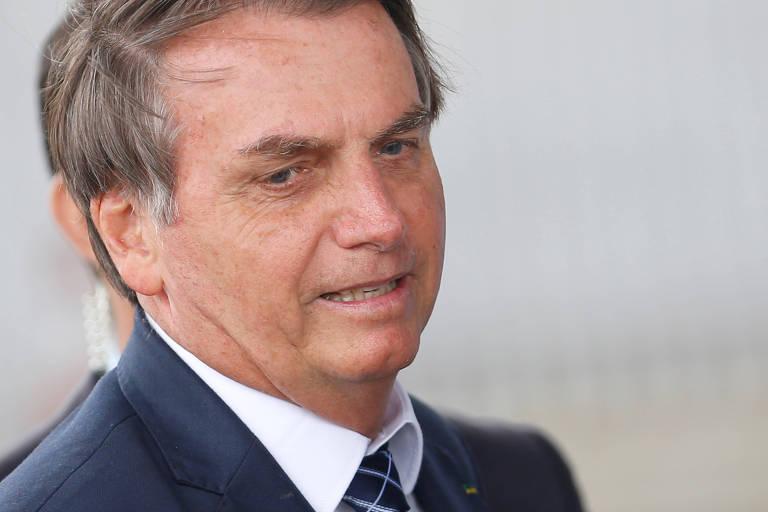 O presidente Bolsonaro deixa o Palácio do Alvorada na quarta (22), dia da reunião com secretários