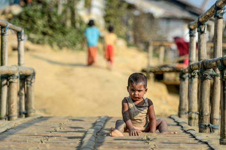 Criança rohingya em um campo de refugiados