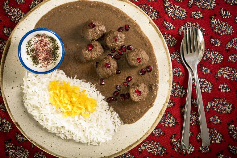 Prato fessenjam do restaurante de culinária persa, Amigo do Rei