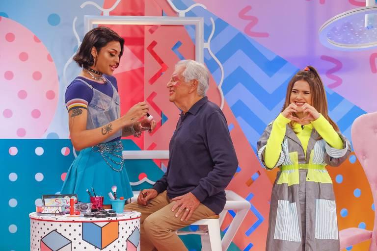 Pabllo Vittar transforma Carlos Alberto de Nóbrega em drag queen no Programa Da Maisa
