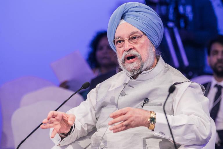 O ministro indiano Hardeep Singh Puri durante painel em encontro de economia em Nova Déli