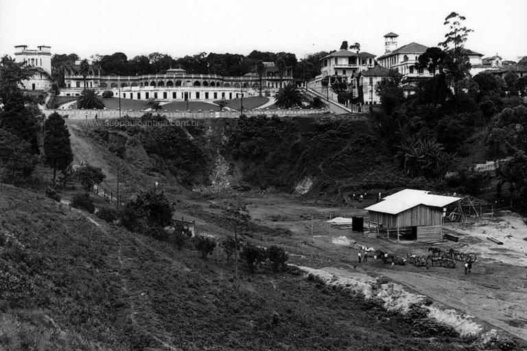 A avenida 9 de Julho, na região da Bela Vista, quando estava em construção, por volta dos anos 1930