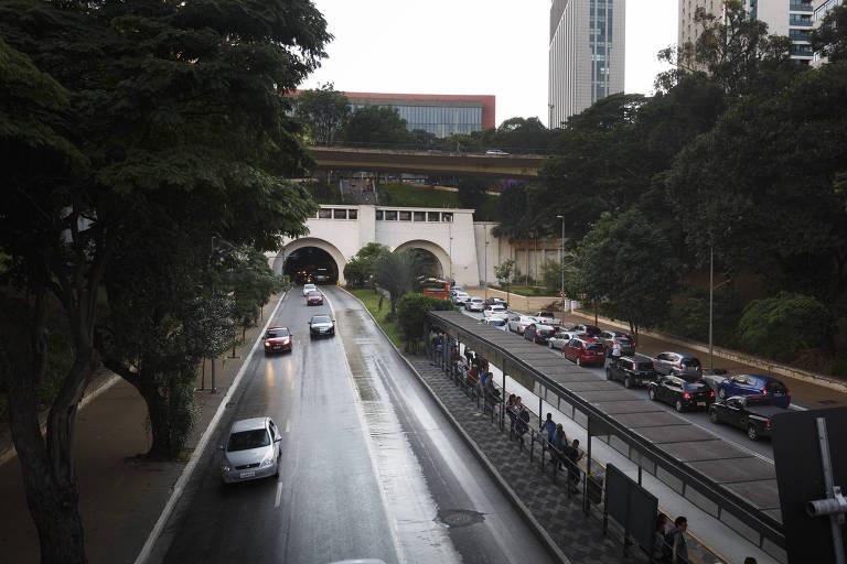 A avenida 9 de Julho, na região da Bela Vista, como ela é hoje em dia
