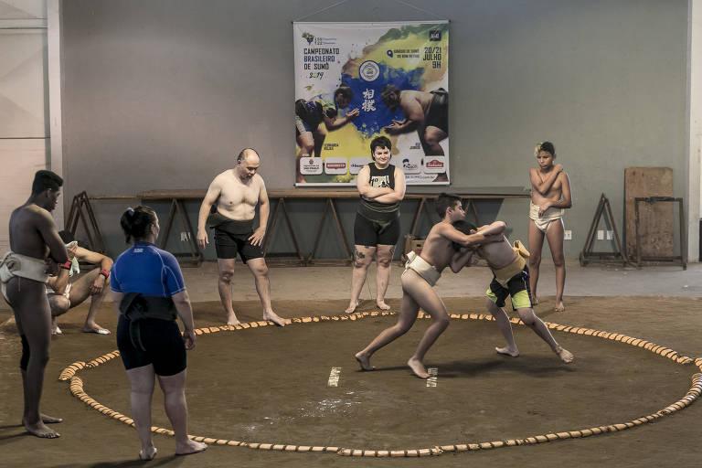 Treino de sumô no ginásio do complexo Mie Nishi, no Bom Retiro, região central de São Paulo