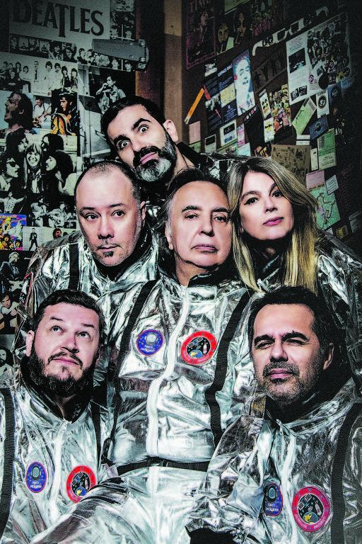 A formação atual dos Mutantes, com Sérgio Dias no centro