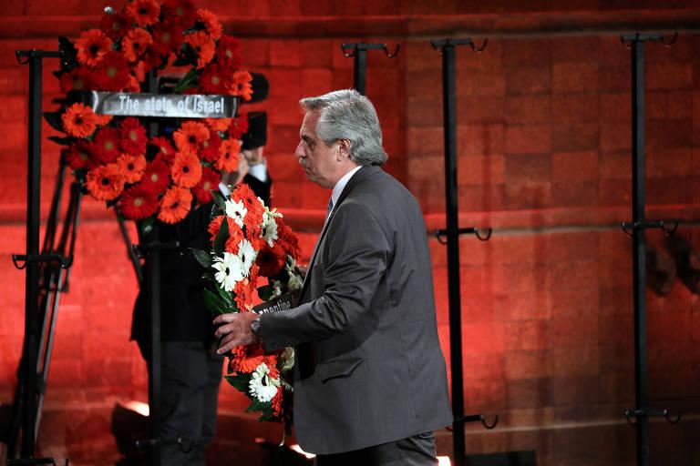 Alberto Fernández deposita nesta quinta-feira (24) coroa de flores vermelhas