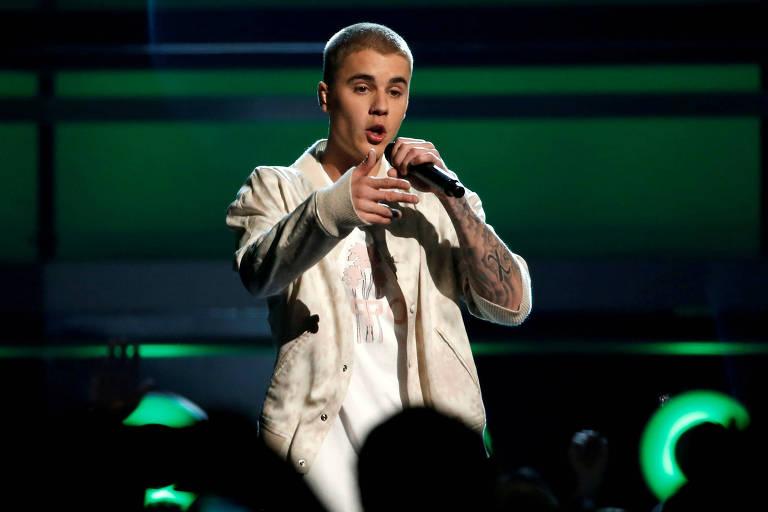 Justin Bieber desabafa aos fãs durante apresentação: 'Nem deveria estar vivo'