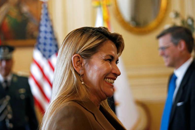Governo interino da Bolívia corta relações diplomáticas com Cuba