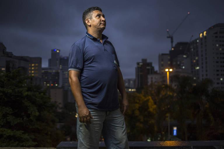 Cícero Martins de Oliveira, 38, visita pela primeira vez a avenida Paulista, em São Paulo