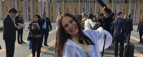 """A atriz Regina Duarte comparece ao Knesset, parlamento de Israel, em 2018, para receber o diploma """"Embaixadores da paz na Terra Santa"""", da pastora Jane Silva, presidente da Comunidade Internacional Brasil-Israel"""