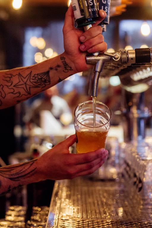 Torneira da Goose Island Brewhouse, cervejaria que serve apenas a própria marca, localizada no bairro de Pinheiros