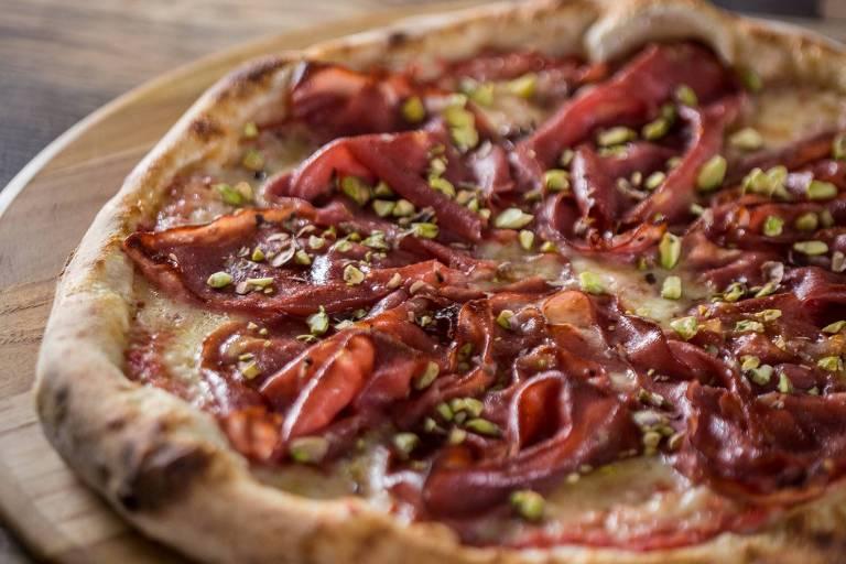 Pizza de mortadela da 1900, receita criada especialmente para a comemoração dos 466 anos de São Paulo