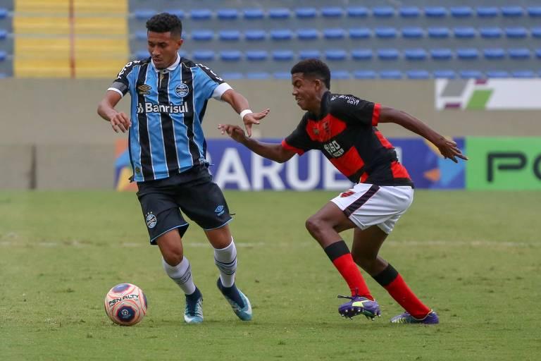 Lance da partida entre Grêmio e Oeste pela semifinal da Copa São Paulo