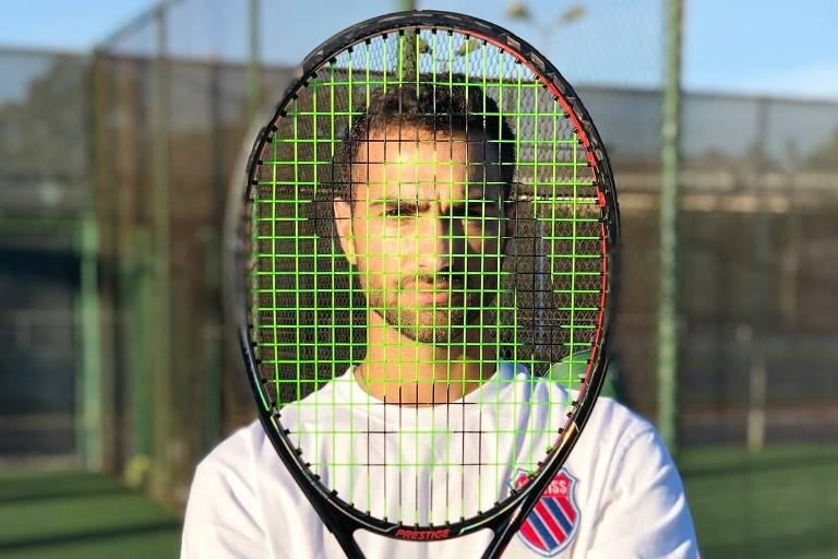 Tenista mostra lado vulnerável e sem glamour da vida no esporte