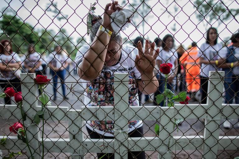 Familiares participam de homenagem as vitimas da tragédia da Vale em Brumadinho
